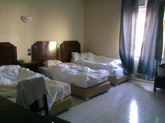 Royal Hotel Rabat: Номер был семейный, одна кровать - двуспальная и две полуторки