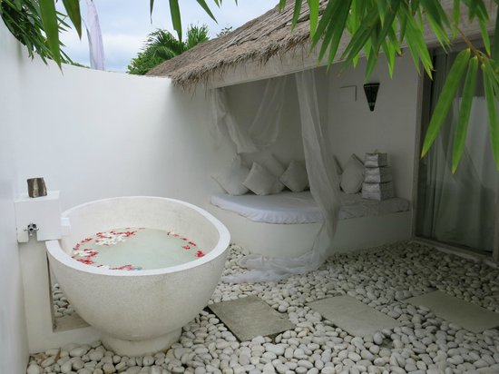 La Villa Mathis: Great outdoor bathroom
