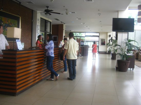 Hotel Kimberly: front desk in the lobby