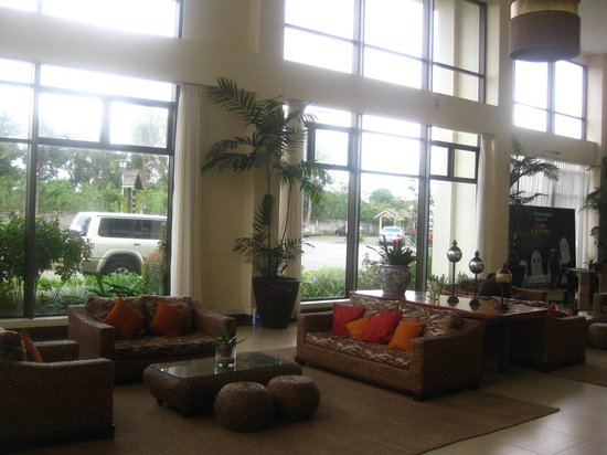 Hotel Kimberly: bright, inviting lobby