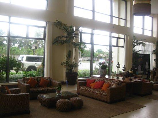 Hotel Kimberly: bright, inviting lobby