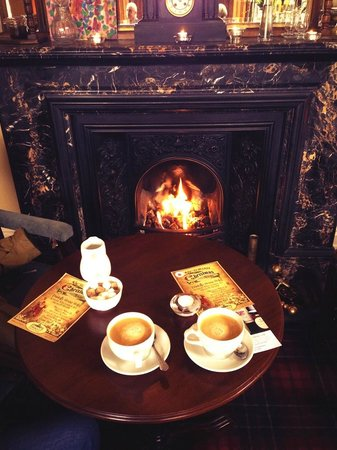 Tinakilly Country House Hotel & Restaurant : Coffee by the fire