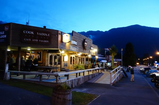 Cook Saddle Cafe & Saloon : out door seating
