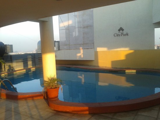 City Park Hotel: Roof top swiming pool (like a domestic water tank)