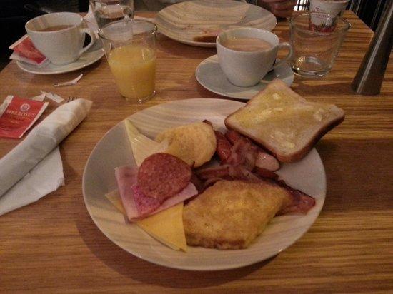 4th Floor Hotel : Breakfast!