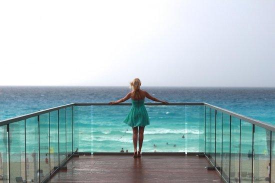 Secrets The Vine Cancun : Вид на пляж