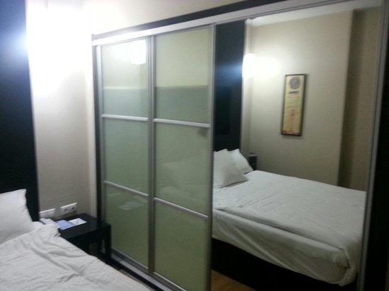Hotel Beyaz Saray: Belle garde robe pour une chambre d'hôtel!