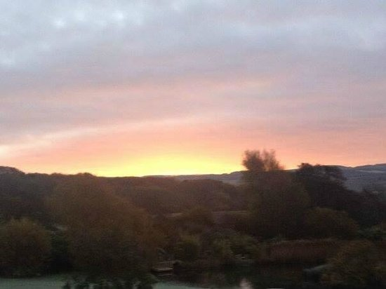 Rudge Farm Cottages: Sunrise from the cottages