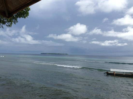 Bunaken Divers - Sea Breeze Dive Resort : View from the main house/restaurant towards the island of Siladen