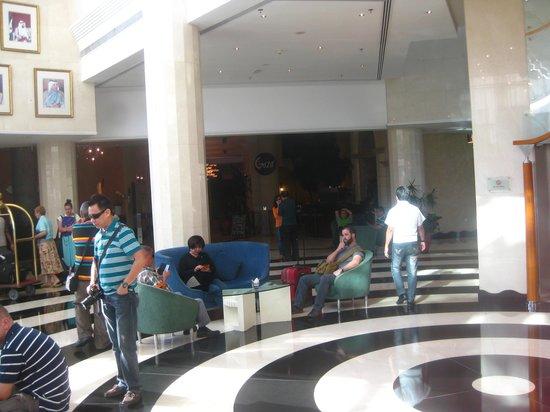 Millennium Airport Hotel Dubai: lobby view