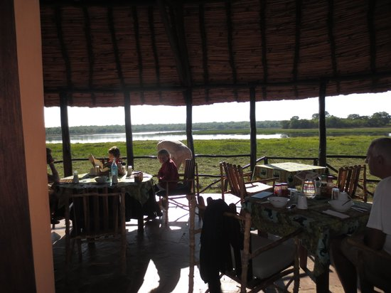 Wasa Lodge: Inside dining area with view