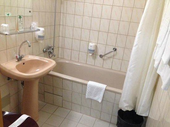 Gromada Hotel : Bagno: datato ma molto pulito e acqua bella calda