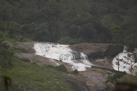 Wild Elephant Eco Friendly Resort : the waterfall view from the resort