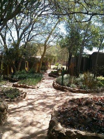 Mara Serena Safari Lodge: Way to the rooms