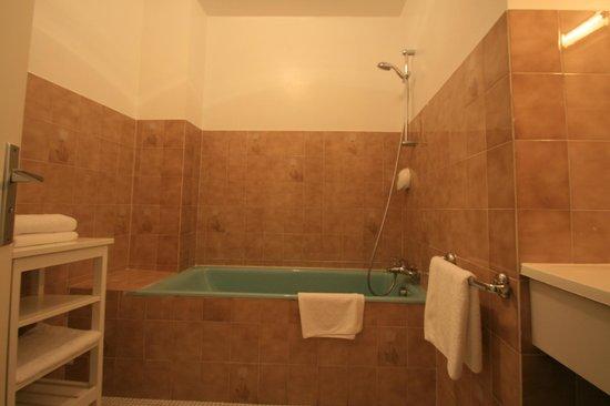 L'Auberge du Cabestan : Salle de bain chambre privilège triple