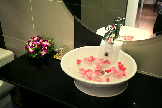 Hanoi Emotion Hotel : Bathroom