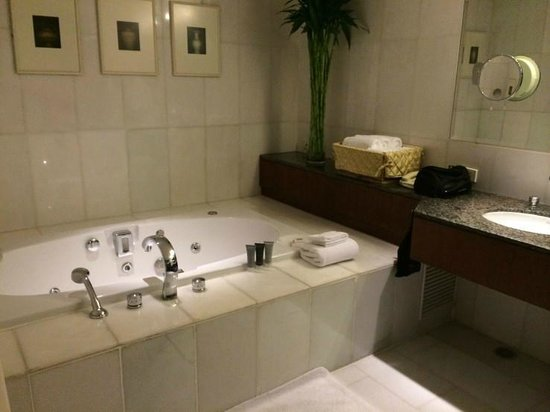 JW Marriott Hotel Bangkok: Bathroom