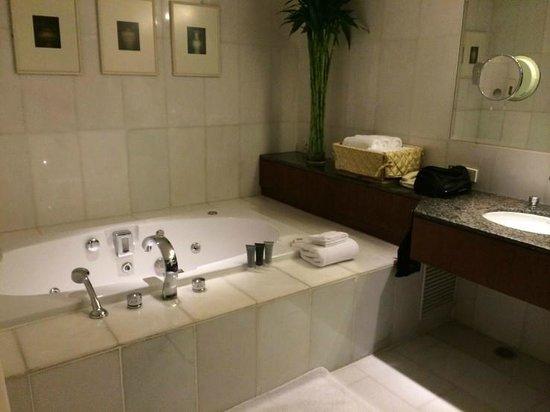 JW Marriott Hotel Bangkok : Bathroom