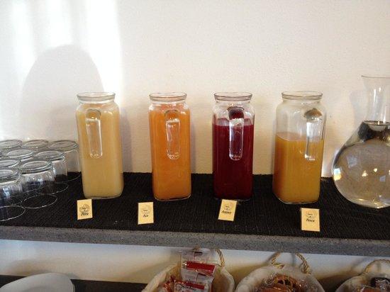Piccolo Hotel Aurora: Succhi di frutta a colazione