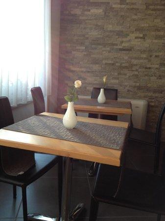 Piccolo Hotel Aurora: tavolini per la colazione