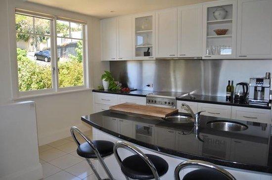 Belton Apartments : The View modern kitchen