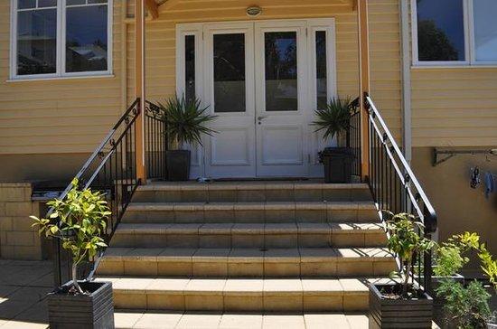 Belton Apartments : View Entrance