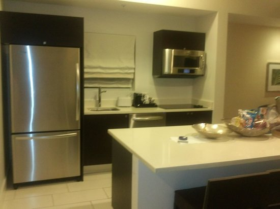 Provident Doral at The Blue Miami: cozinha da suite king - maravilhosa