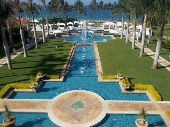 Grand Wailea - A Waldorf Astoria Resort: View from dining area for the breakfast buffet