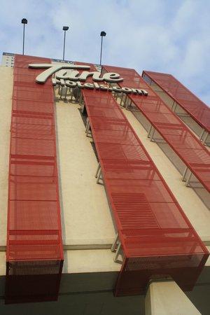Tune Hotel Danga Bay: FRONT