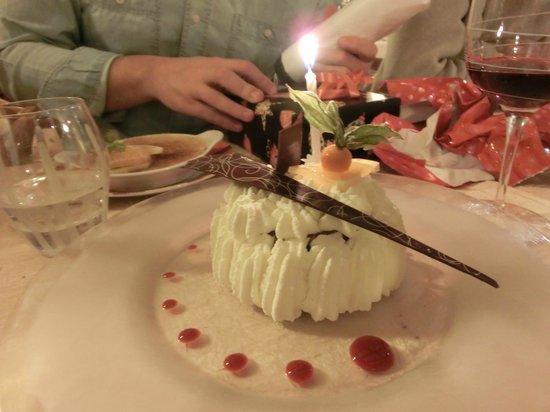 Restaurant Le Sarment d'Or : La petite attention : un vacherin glacé au chocolat. Merci chef !