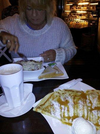 Cafe La Coco: Salad & pancake