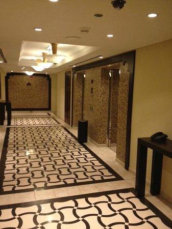 Arjaan by Rotana: Lift lobby at level 21