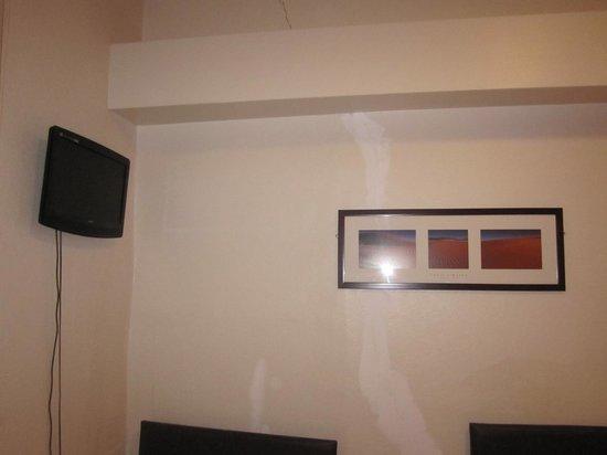 The W14 Kensington: Camera Tripla. Crepa sulla parete