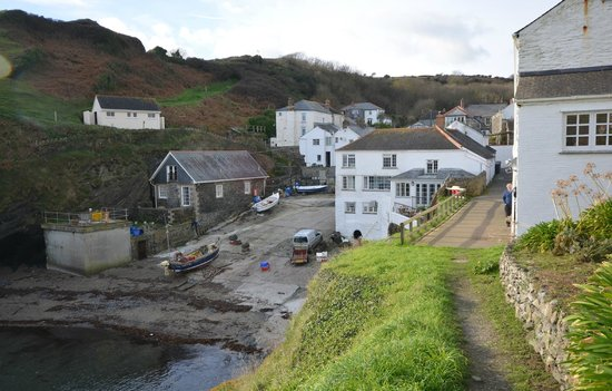 The Lugger Hotel: Looking back to the hotel