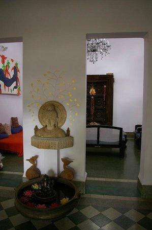 Shanti Nilayam (peaceful house) Guesthouse: Entrance hall
