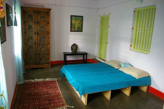 Shanti Nilayam (peaceful house) Guesthouse: 1st bedroom in the independent cottage