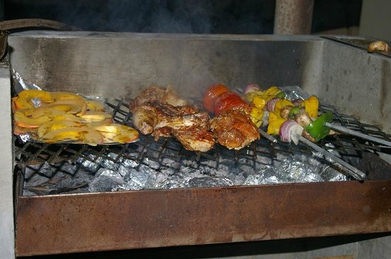 Shanti Nilayam (peaceful house) Guesthouse: Barbecue dinner