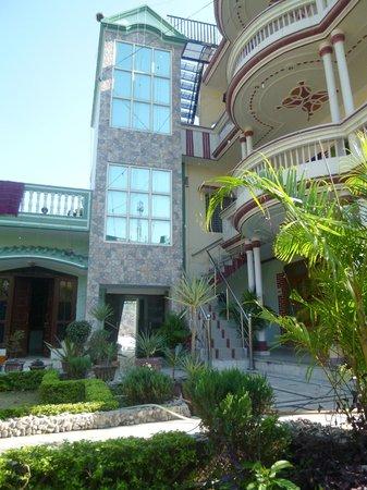 Ayushman Ayurveda Cottage: Cottage garden