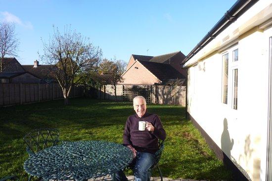 Richmond Hill Bed & Breakfast: Garden breakfast in November!