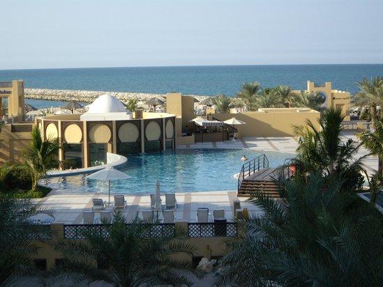 Hilton Ras Al Khaimah Resort & Spa : Vue sur piscine