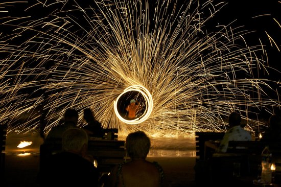 Samed Cabana Resort: Flame show at Seahorse Reastaurant