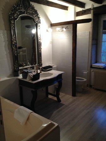 Moulin d'Hauterive : Spacieuse salle de bains