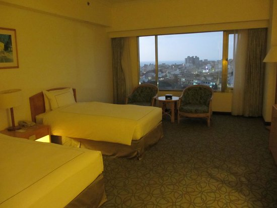 Parkview Hotel: the room, a little small in Taiwan's five-star twin standards