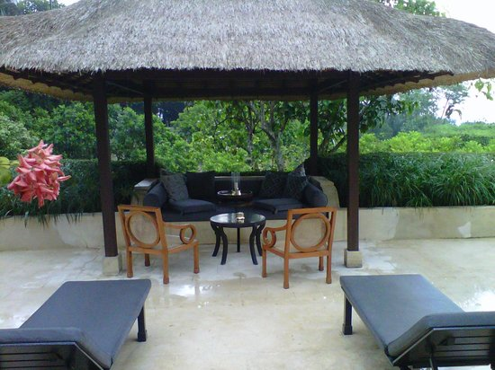 Amanjiwo Resorts: Backyard of the pavilion