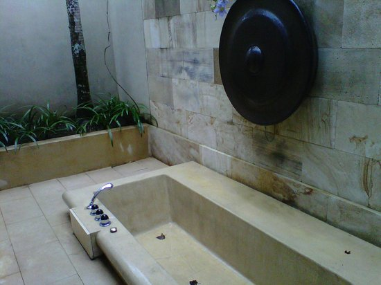 Amanjiwo Resorts: Outdoor Bathtub