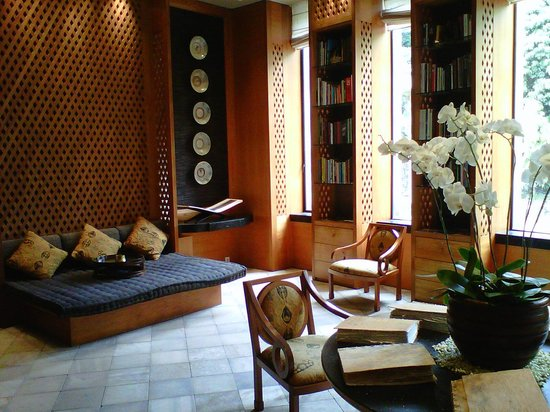 Amanjiwo Resorts: library