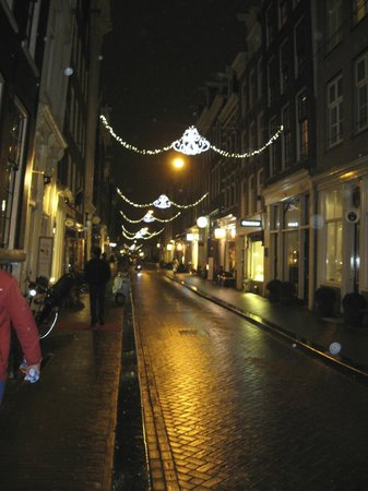 Maes B & B: Herenstraat at night