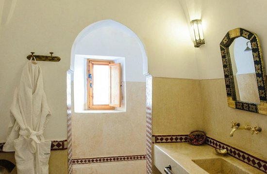 Riad Slawi: Bathroom.