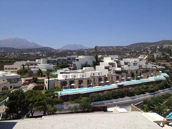 Mirabello Beach & Village Hotel : l'hotel vue de la chambre
