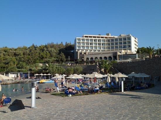 Mirabello Beach & Village Hotel : la plage de l'hotel